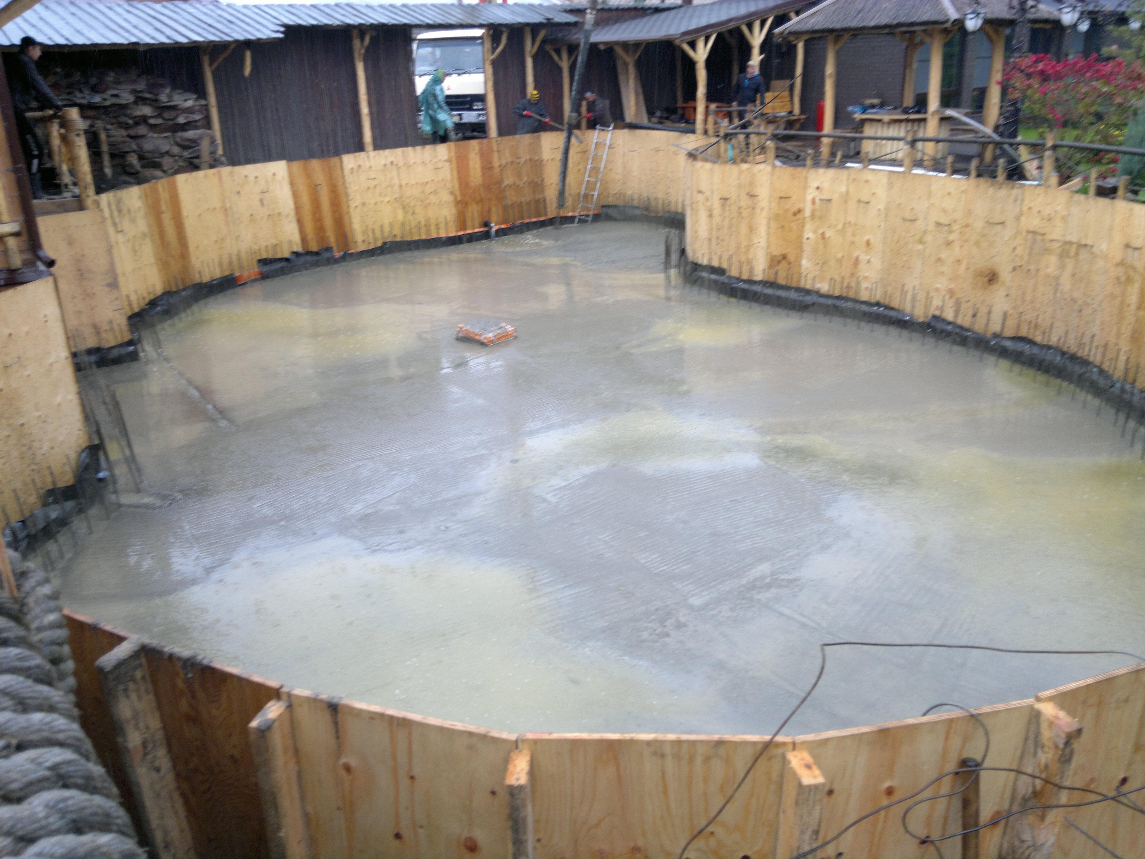 бетонирование дна бассейна