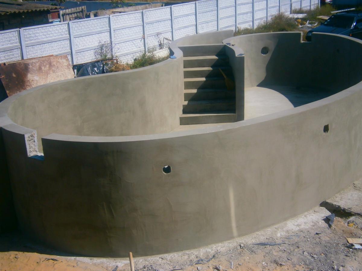 готовая чаша бетонного бассейна - заливка в два этапа