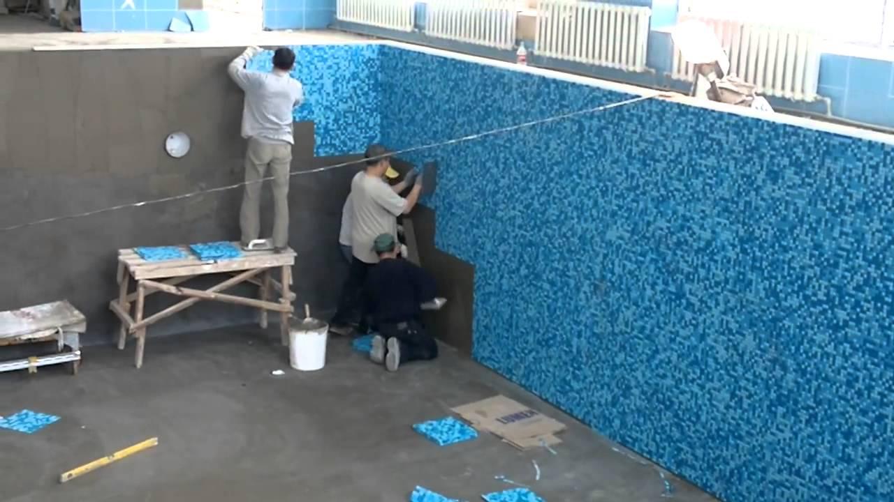 идеально ровная и тщательно покрытая гидроизоляционными материалами поверхность бассейна под облицовку мозаикой