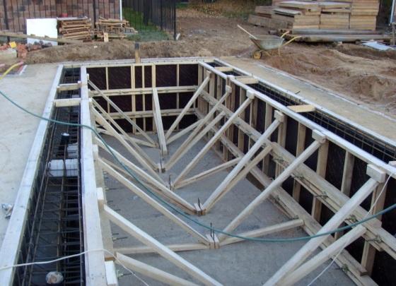 опалубка с армированием готовы к заливке бетона