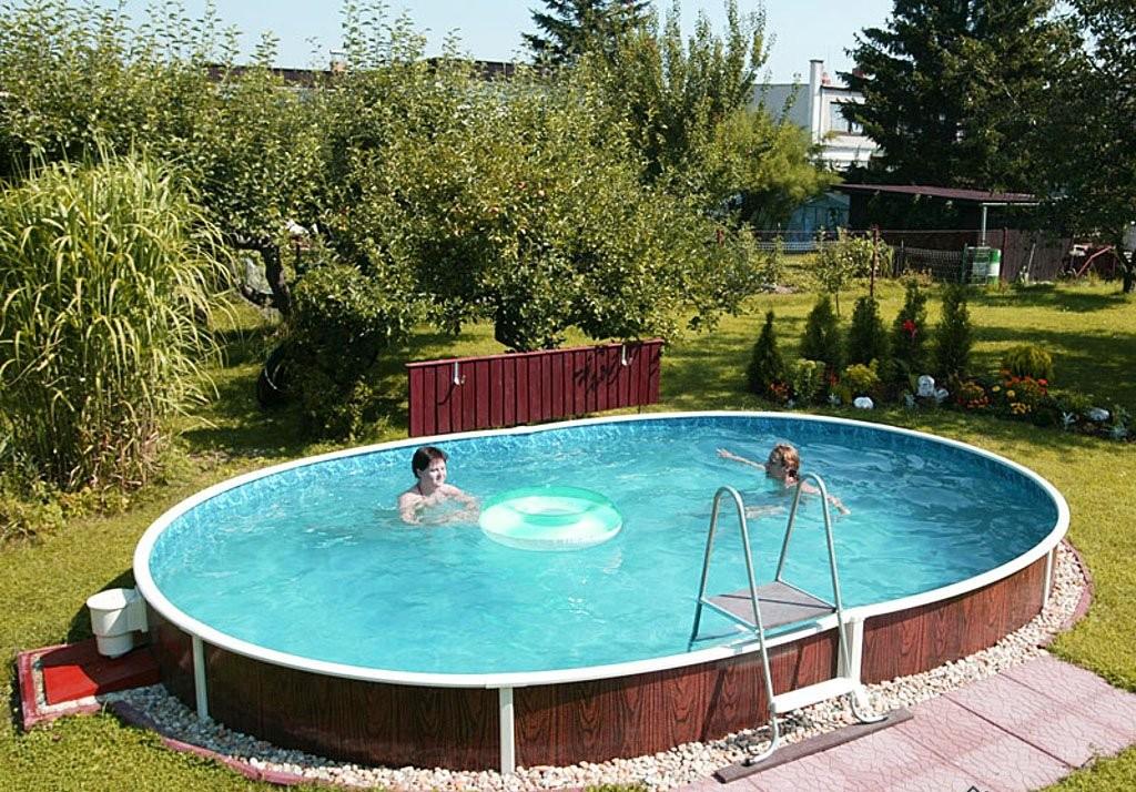сборно-разборный бассейн возле дома