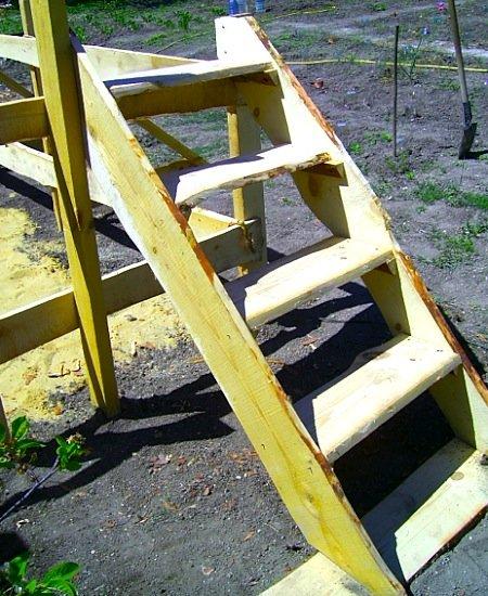 уличный бассейн - готовая лестница