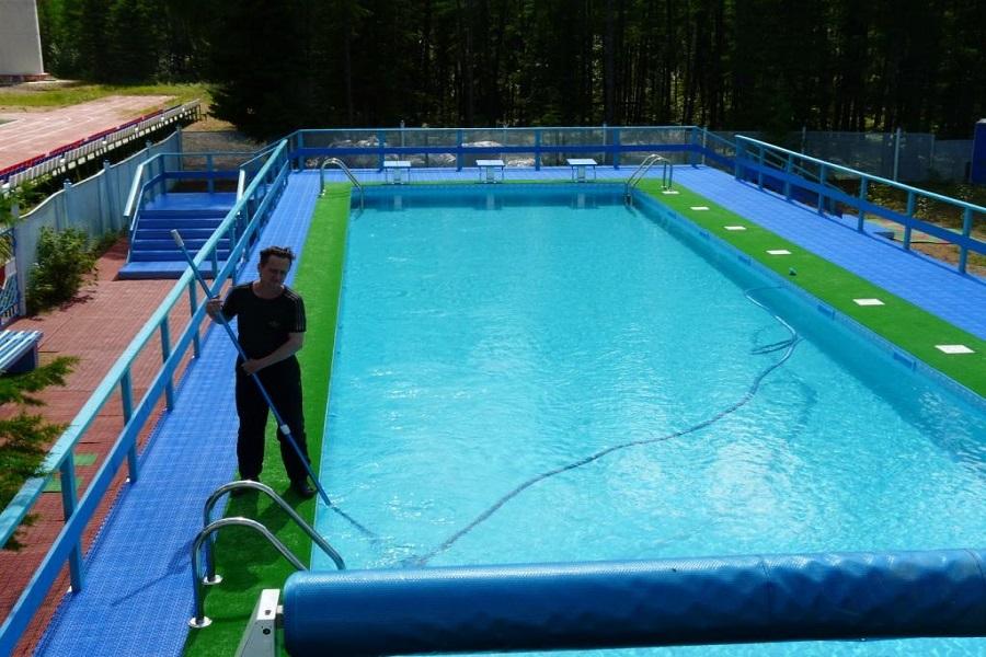 Чистим бассейн от водорослей