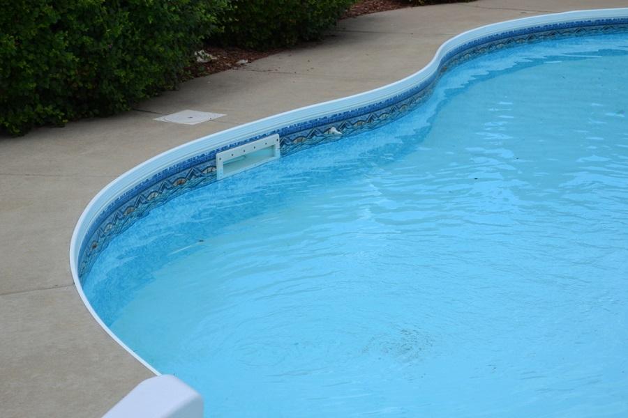 Скиммер для очистки воды в бассейне