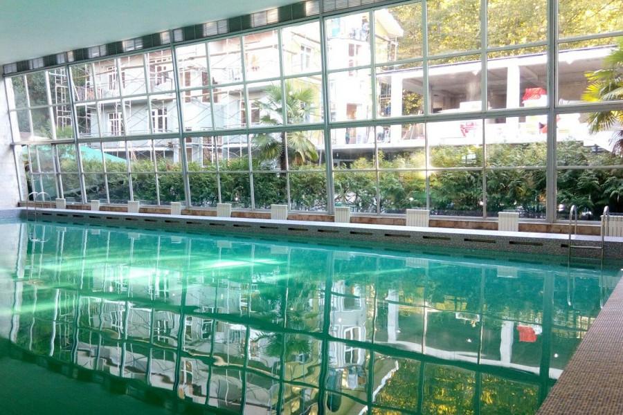 Вода в бассейне зацвела
