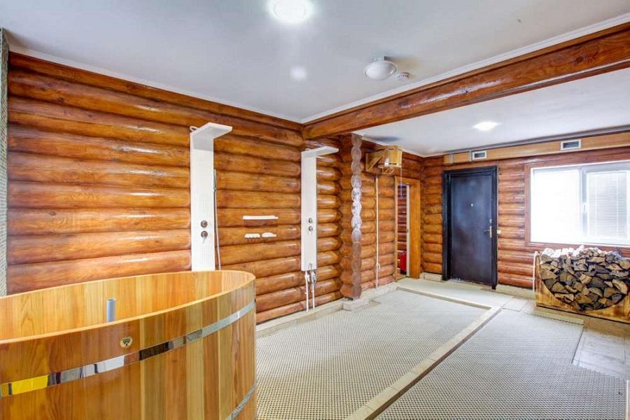 Деревянная купель в доме