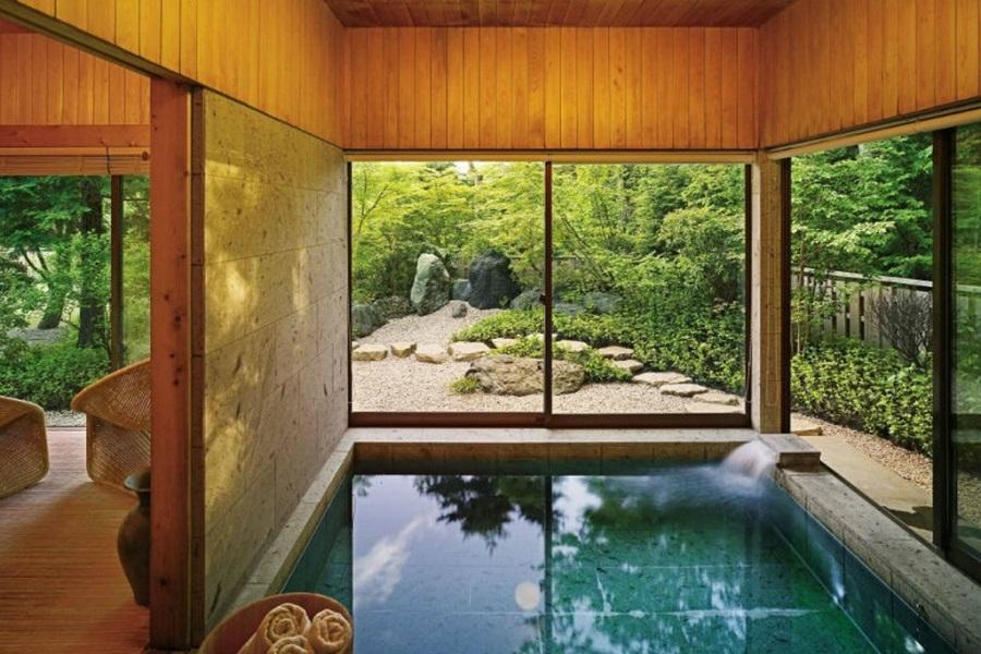 Крытый бассейн в японском стиле