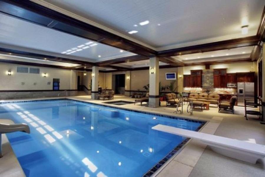 Самый большой частный крытый бассейн