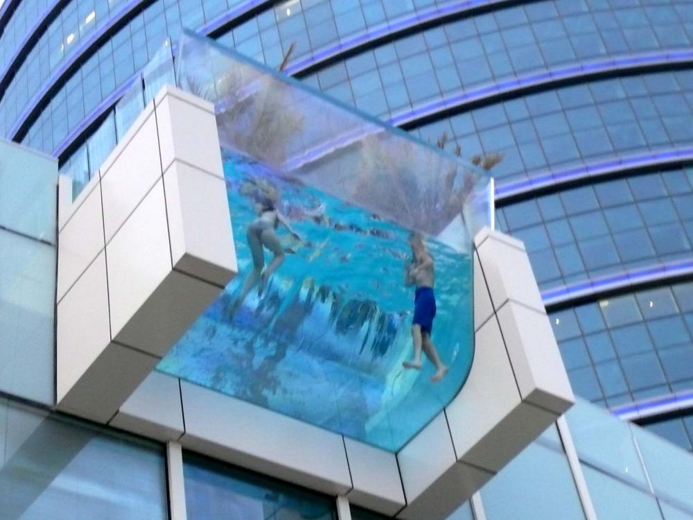 Бассейн из стекла